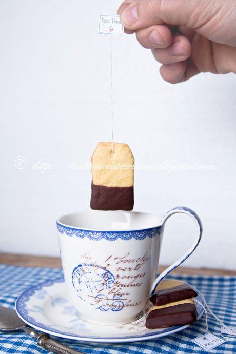 Biscotti a forma di bustina di tè. Regalo econimico e carino