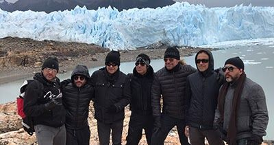 http://ift.tt/2lRGdFS http://ift.tt/2lAFfx5  Aprovechando su paso por el sur argentino para presentarse en la 5ta Fiesta Nacional del Lago en Calafate el grupo mexicano Maná visitó los hermosos paisajes de la Patagonia y disfrutó de las bellezas naturales del Perito Moreno. La banda integrada por Fernando Olvera Juan Calleros Alex Animal González y Sergio Vallín brilló con un show de más de 2 horas el pasado domingo 19 de febrero en el cierre de la Fiesta Nacional del Lago y no faltaron sus…