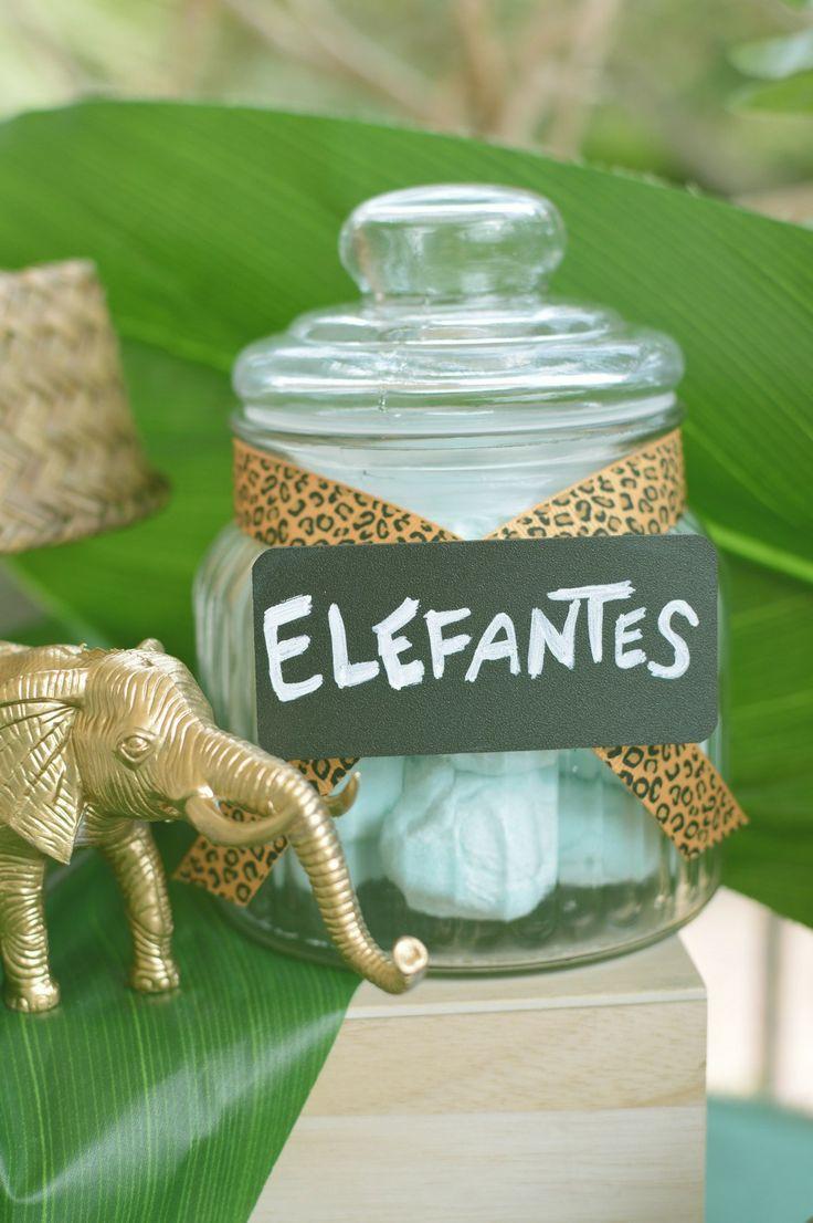 Elefantes de gominola en mesa dulce Safari / Candy elephants on Safari Candy Table