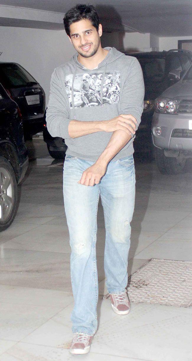 Sidharth Malhotra spotted outside Karan Johar's house. #Style #Bollywood…