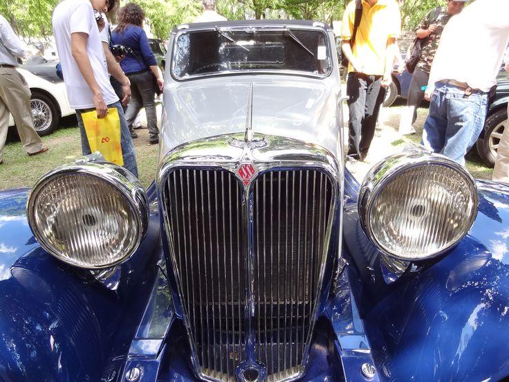 SS Jaguar, por Swallow Sidecar Company fue cambiado a Jaguar debido a la segunda guerra mundial y su asociación con las fuerzas SS.