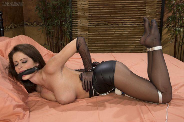 beautiful naked cambodian girl