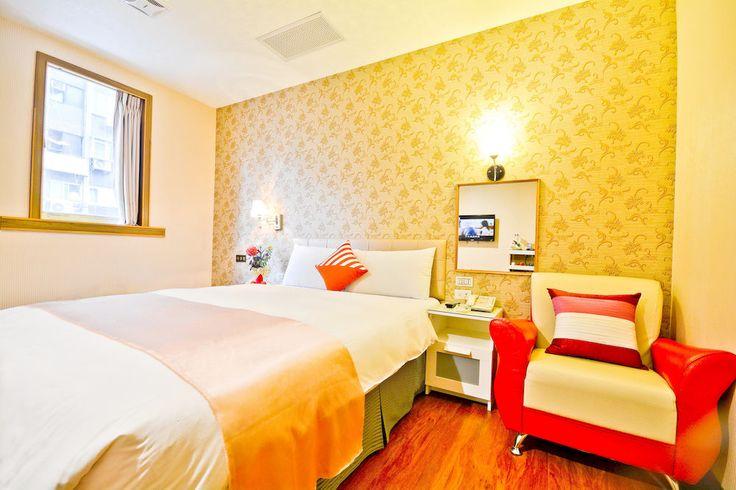 驛站旅社 台北 e-hotel Taipei Taiwan 新幹線が止まって台南に行けなかった時に飛び込みで泊まったホテル。ビルの3階1フロアだけのホテルです。あきらかに連れ込み宿ですが部屋が綺麗で悪くなかったです。