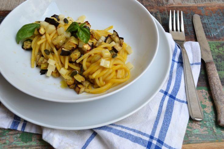 Spaghettoni cerma di zucca, melanzane e cubetti di formaggio