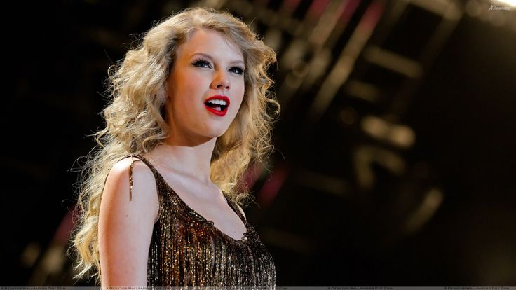 Taylor Swift Hot Red Lips