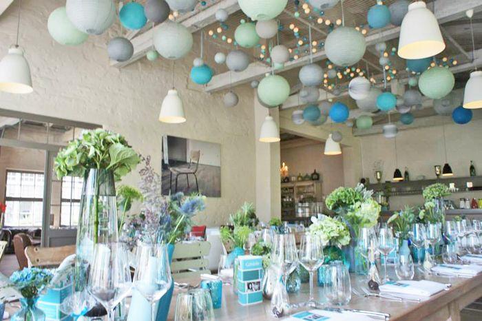 Décoration de mariage dans les tons de turquoise, aqua et bleu tiffany, lanternes en papier, sous-le-lampion.com