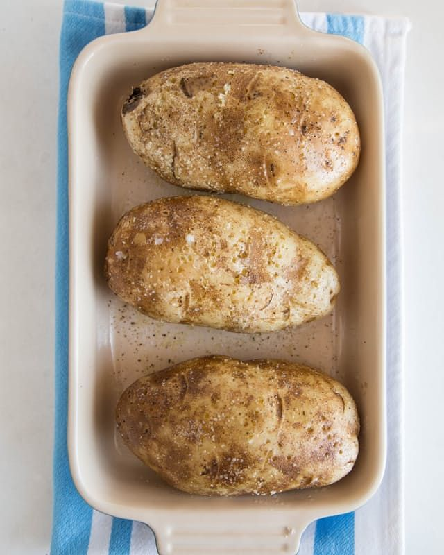 how to cook a baked potato in the microwave