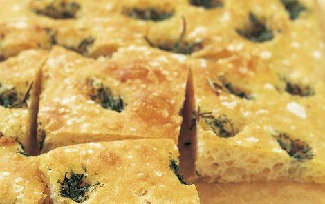Focaccia kan også laves med fx oliven, rødløg eller ost.