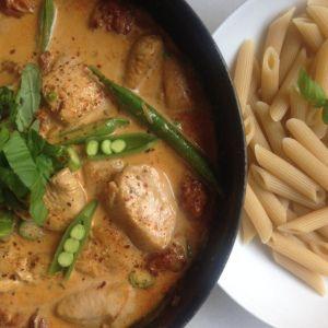 Kyllingpasta med chorizo & fløtesaus | Sunn & syndig
