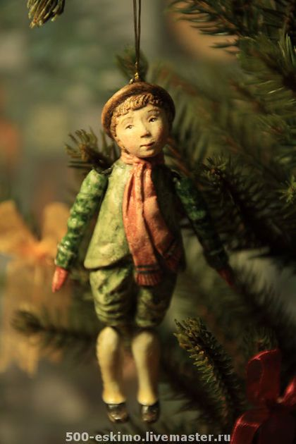 Ёлочная игрушка мальчик в шляпе