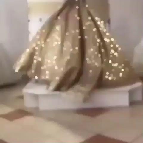 elegante abendkleider lang in der farbe gold ist aus pailletten und mit a linie was seht es sehr
