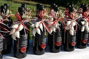 WEDDING IN RED! Bomboniere ispirate a Bacco per questo Matrimonio dai toni Rosso..Vino!!! https://www.facebook.com/daniela.santi.798