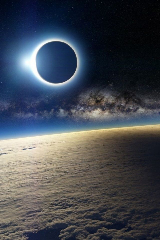 640-Solar-Eclipse-from-Space-l
