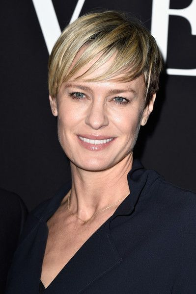 Robin Wright Short Cut With Bangs - Robin Wright looked cool with her short 'do and piecey, side-swept bangs at the Giorgio Armani Prive show.