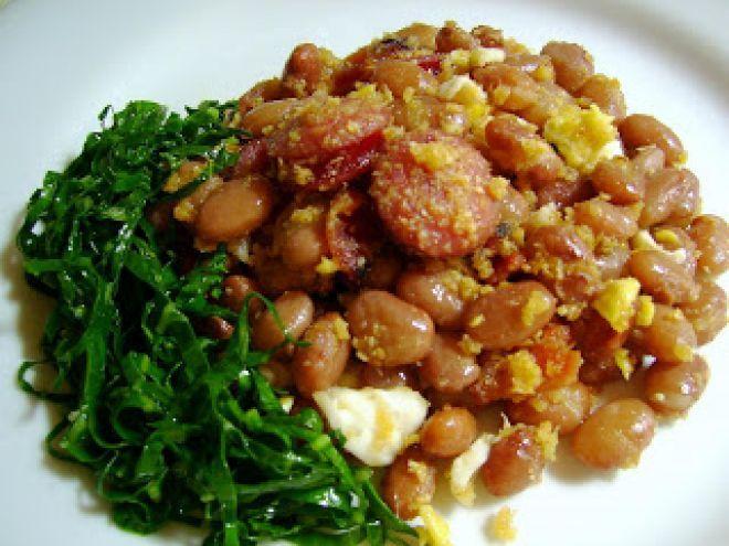 Feijão tropeiro, uma receita da deliciosa cozinha mineira, Receita de Luciana Macêdo - Petitchef