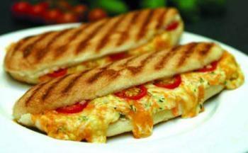 Broodje met Tonijn Mozzarella en Tomaat ( panini)