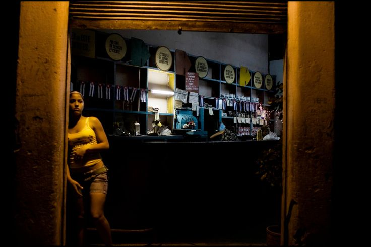 Jerome Sessini CUBA. La Havana. January 5, 2008. Downtown Havana. Government store.