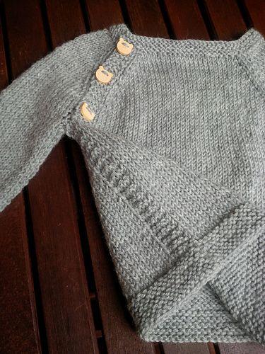 Anche questo un bel maglione, molto comodo e pratico, veloce da fare.. Non appena la designer pubblicherà il modello rilascerò la versione italiana….