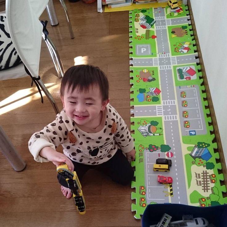 室内遊び 道路マット チビさん大喜び 手作りおもちゃ 喜び 子供向けクラフト