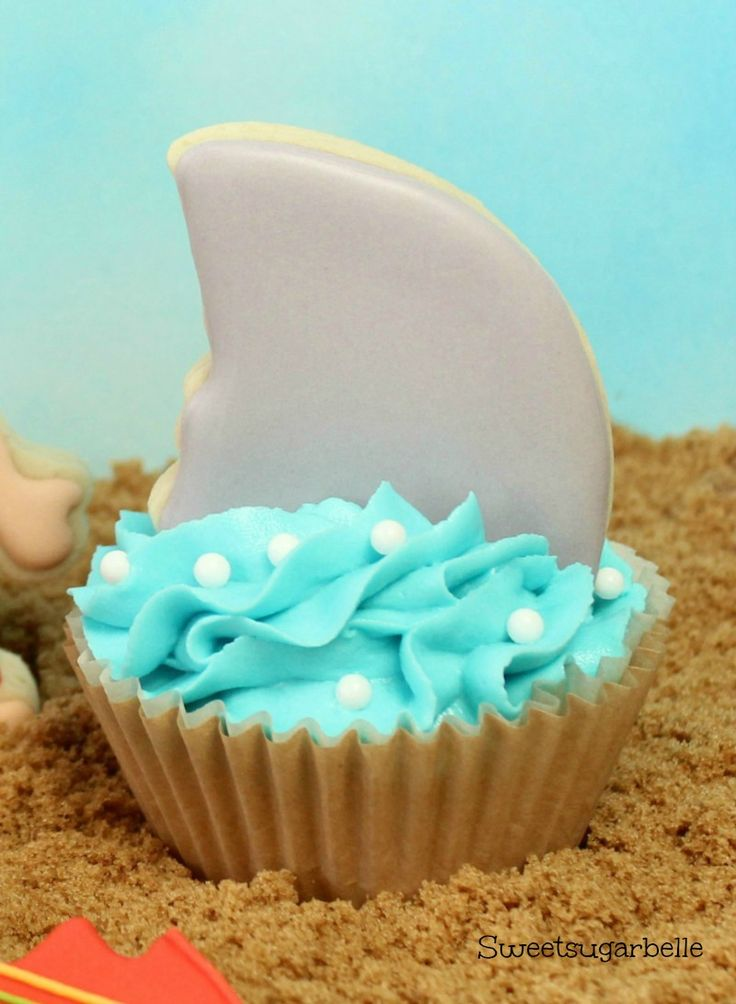 Shark Fin Cupcake Toppers {Hello Summer} I Heart Nap Time | I Heart Nap Time - Easy recipes, DIY crafts, Homemaker