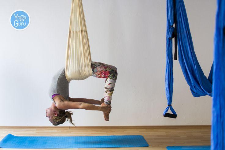 Jógové studio Think yoga v Českých Budějovic je vybavené hamakami na aero jógu od nás. Vybrali si smetovou a světle modrou barvu. Létat ale můžete i doma: http://www.yogaguru.cz/cs/hamaky/hamaka-pro-dospele
