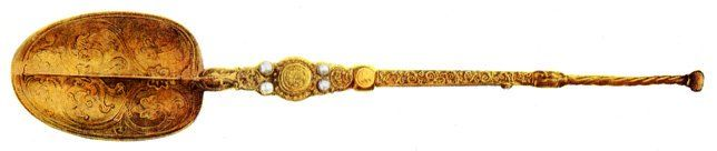 """This C12 Coronation Spoon is one of the only original British Crown Jewels to survive the Civil War, along with 3 C17 swords #history"""