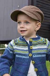 Striped cardigan with colorwork yoke. This is a child's version of Kristin Wiola Ødegård's Retrojakke med raglanermer. Available only in Norwegian.