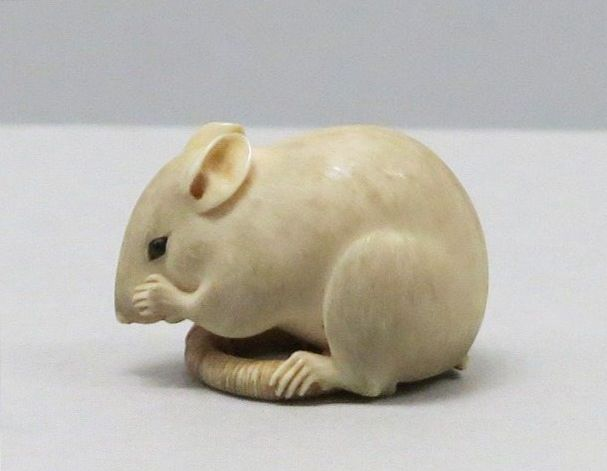 Netsuke. Mouse design, ivoly, Edo period, 18th century