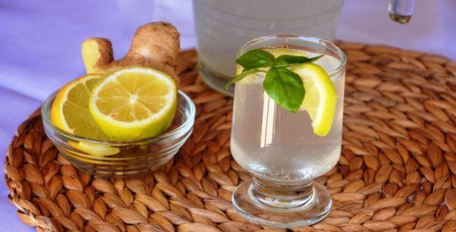 Zázvorová voda je nejen léčivá, ale také velmi chutná. Připravujte si nový džbán na každé ráno