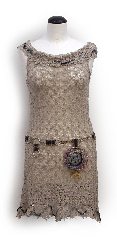 Kesidov -Mithril tunic. Lightweight tunic made of cotton knitted fabric, with striking belt. A little raw edges. Measuring about 85 cm. Price 53.00 €.