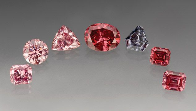 Pink diamonds (and blue) from the Argyle mine. Offered by tender in 2007. The centre stone is 1.74ct Fancy purplish red oval brilliant