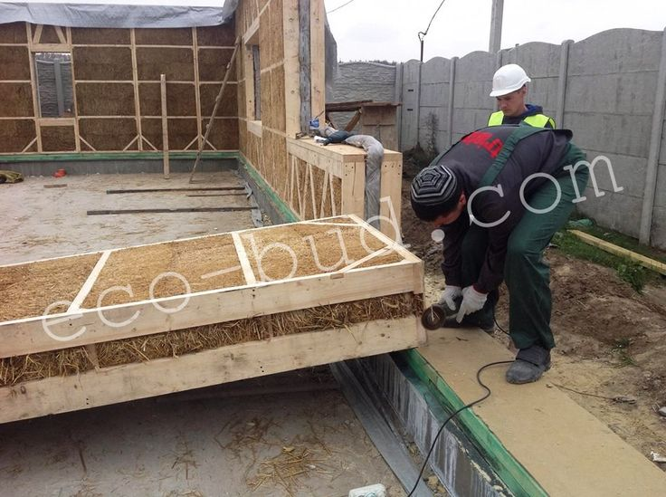 instalation of straw panels