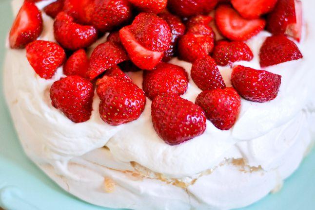 Classic Pavlova with strawberries