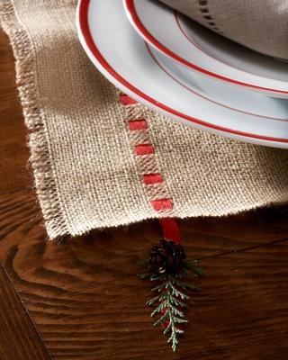 Ribbon-trimmed burlap table runner (sans pinecone).