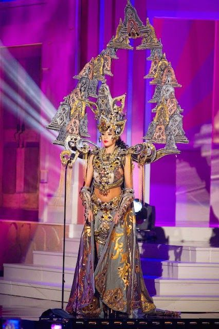 Chatter Busy: Miss Indonesia Elvira Devinamira Wins Best National Costume At 2015 Miss Universe