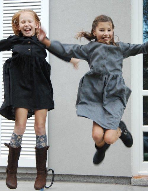 Sukienka z guzikami granatowa   AQADEMIA   SHOWROOM Kids