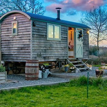 Shepherd's Hut Two Night Star Stay With Wood Fired Hot Tub