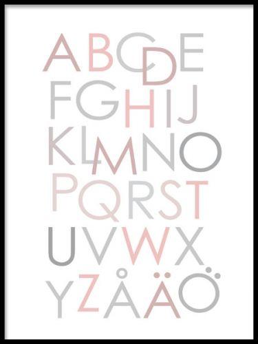 Poster med alfabetet i ljusa färger.