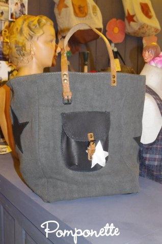 J'ai enfin fini par comprendre le type de sac à main pratique dont j'ai besoin et envie : le cabas en toile noire de chez pomponette marseille...