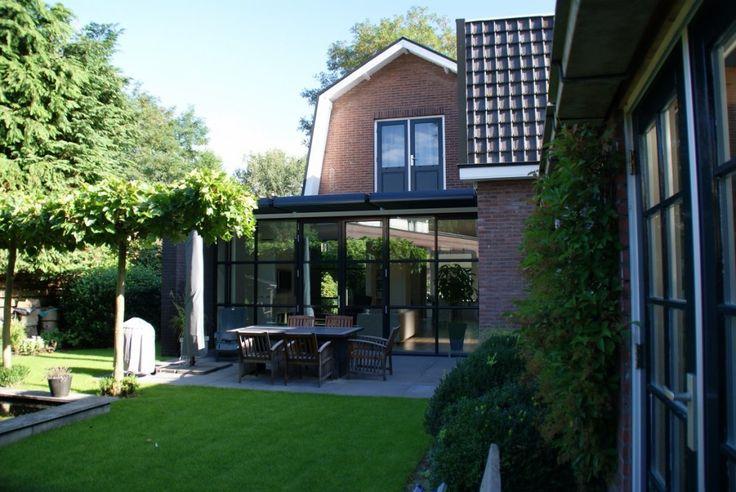 17 beste afbeeldingen over jaren 30 aanbouw op pinterest ramen vouwdeuren en tuin - Moderne huis op een helling ...