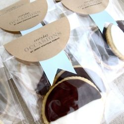 Wrap over bags with toppers - black and white cookies inside - stylish! : Cookies Packaging, White Houses, Plastic Bags, Brown Paper, Jenny Steffen, Lucky Magazines, Steffen Hobick, Cookies Favors, Packaging Ideas
