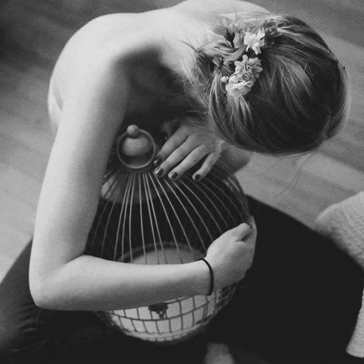 Bir kadının bize her şeyini verdiğini zannettiğimiz anda onun hakikatte bize hiçbir şey vermiş olmadığını görmek, bize en yakın olduğunu sandığımız sırada bizden, bütün mesafelerin ötesindeymiş kadar uzak bulunduğunu kabule mecbur olmak ne acı bir...