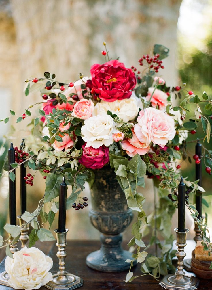 Love this look with the black candles for a pink and black wedding. Photography: Clayton Austin - loveisabird.com