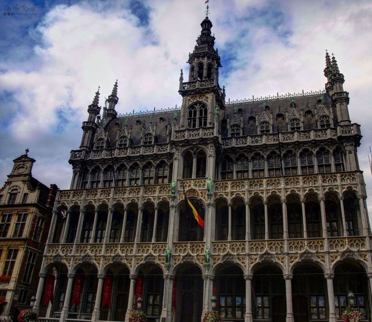 Brussels' architecture is quite amazing. The exquisite blend of old and new makes this incredible city a true open-air museum, filled with breathtaking gems like this one, in Grand Place.