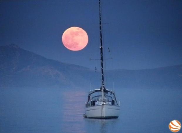 Η Σελήνη ψήθηκε…στους Φούρνους Ικαρίας!   ikariamag.gr #fournoi #ikaria island #sunset
