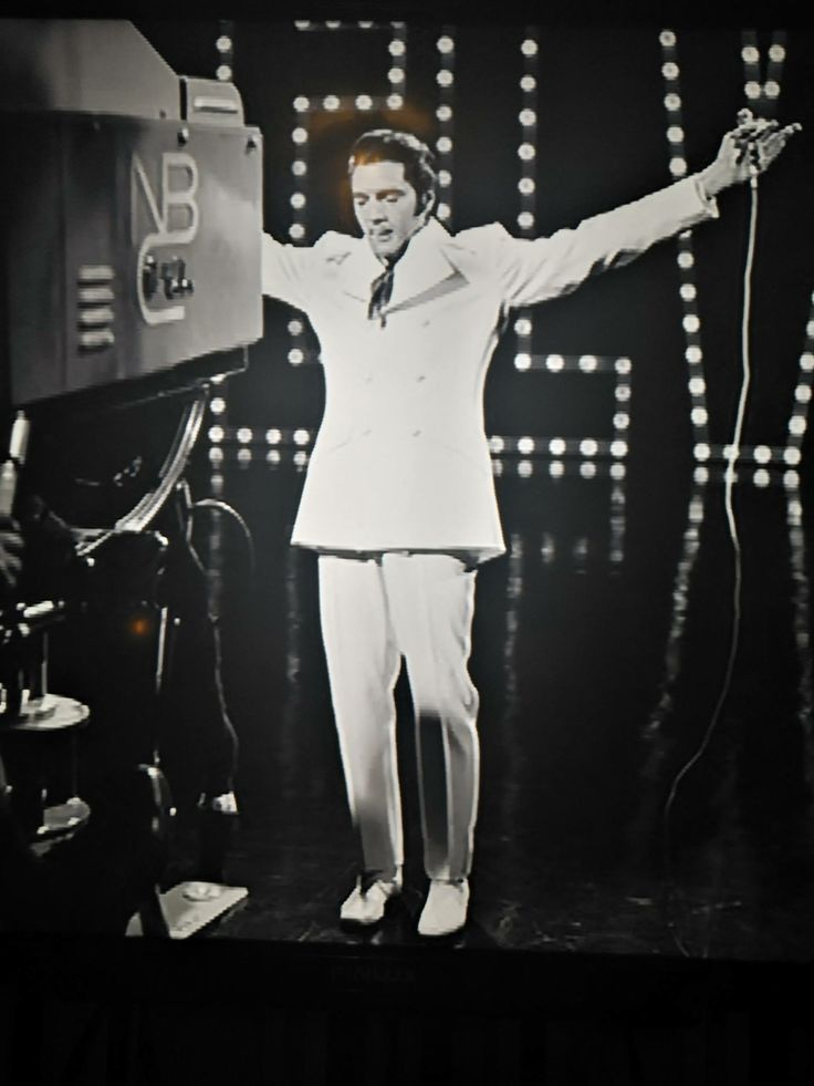 The great #ElvisPresley great voice & entertainer ||| On old photos of  show last artistics ...