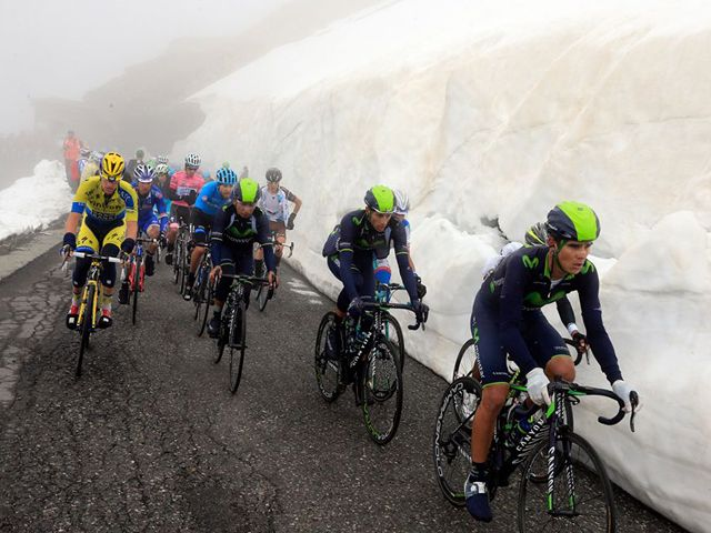 Movistar Team protecting the leader Nairo Quintana in Stage 16 - No polemics about neutralization.
