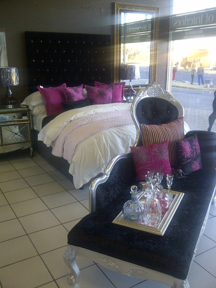 Hi all, another great entry today by Elize Pelser from House of Interiors. They are situated in: Don's Building                    Emily Hobhouse, Shop 2                    Gnl. Dan Pienaar                     Bloemfontein                   Tel:  051-4360746. This is a fabulous room Elize, thank you for the entry.   www.houseofint.co.za