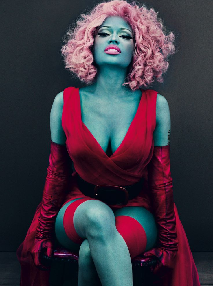 Nicki covered in blue paint for Vogue