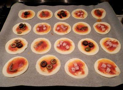 Pizzette di sfoglia-ricetta antipasti-golosofia